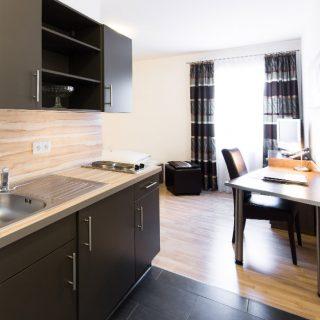 Hotelzimmer mit eingebauter Küche in Dingolfing