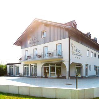 Ambientenhotel Palko in Dingolfing mit schöner Terrasse und Balkon