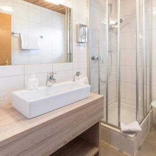 Zimmer mit Bad bei Hotel Palko in Dingolfing